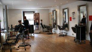 Где окончить индивидуальные парикмахерские курсы обучения?