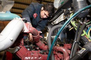 Здесь вы можете узнать как переучиться по профессии  автомехаников