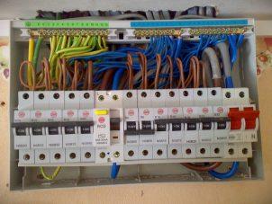 Определяемся с выбором центра, обучающего мастерству электриков