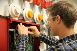Где обучиться на электрика индивидуально? Как выбрать курсы?